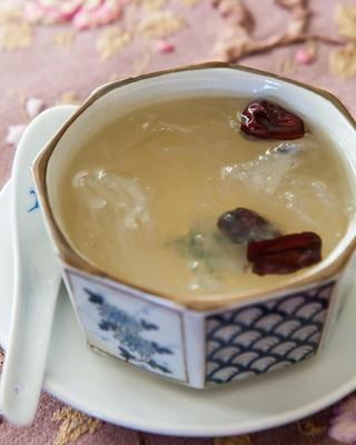 Chinese Swallow's Nest Soup With Rock Sugar
