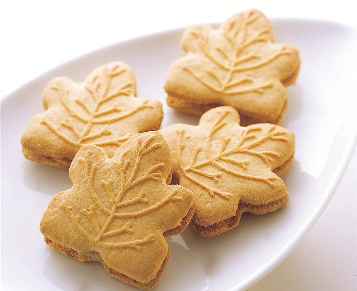 Maple Leaf Cream Cookies