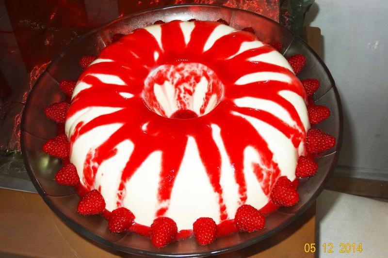 Vanilla Panna Cotta With Raspberry Coulis